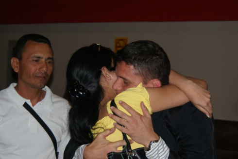 Eliecer greets his father and girlfriend on returning to Cuba