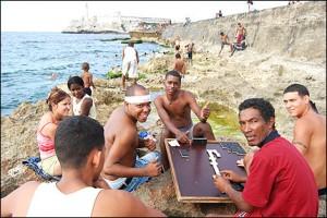 La-Habana-aburrimiento-jovenes-malecon-300x200