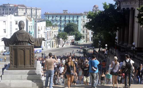 CUBA- UNIVERSITARIOS NORTEAMERICANOS DEL CRUCERO  SEMESTRE AT SEA VISITAN LA UNIVERSIDAD DE LA HABANA