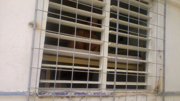 Angel Santiesteban through the blinds (14ymedio)