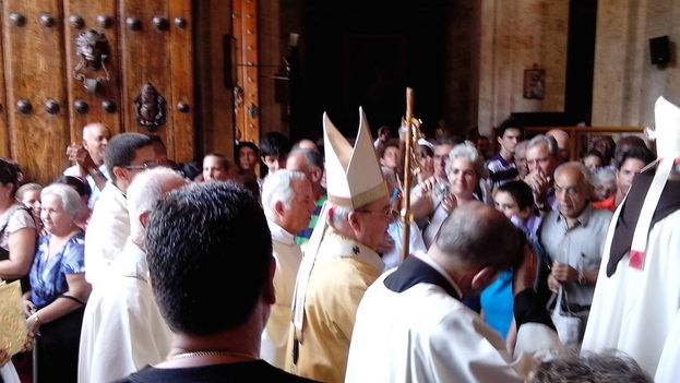 Cardinal Jaime Ortega entering the Cathedral of Havana