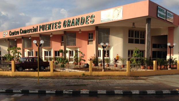 Fachada-centro-comercial-Puentes-Grandes_CYMIMA20140908_0003_13
