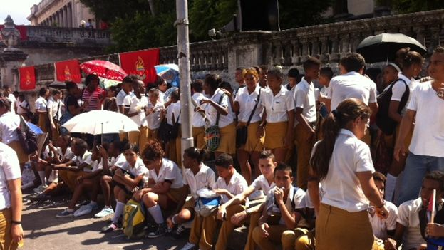 "Students during the march for ""The Cuban Five"" (Lux Escobar)"