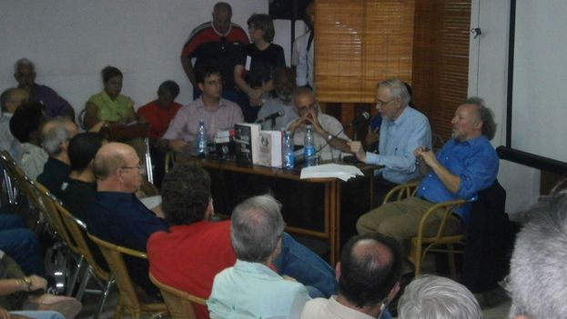"Presentation of ""Back Channel to Cuba"" at UNEAC (14Ymedio)"