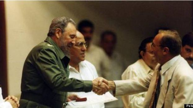 When the highest Cuban authorities got along with the president of the Tokmakjian Group. (Peter Kent / Huffington Post)