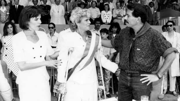 In the election of February 1990, Violeta Chamorro (center) defeated Sandanista commander Daniel Ortega (right)