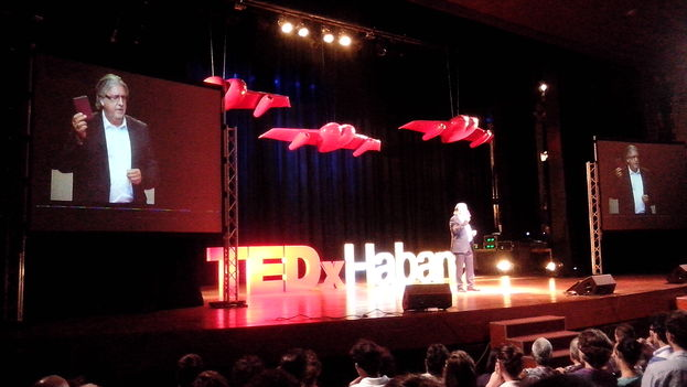 "Herman Portocarrero, ambassador of the European Union Delegation, in Havana during his talk, ""Borders Without Borders,"" during TEDx Havana (Photo: 14ymedio)"