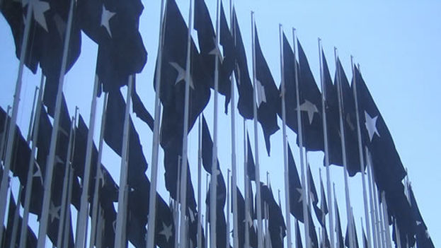 Anti-imperialist black flags in front of the United States Interest Sections in Havana