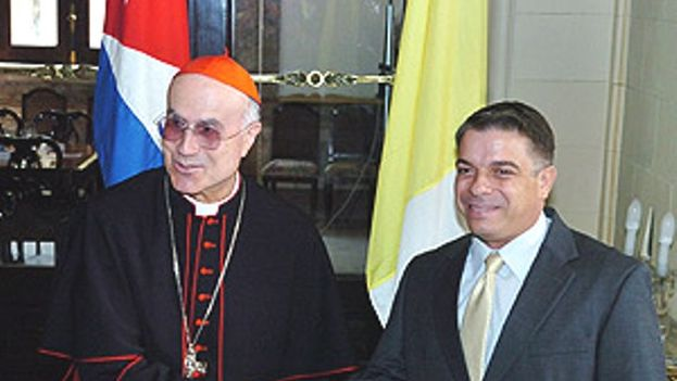 Tarcisio Bertone with Felipe Perez Roque in Havana in 2008. (Reuters)