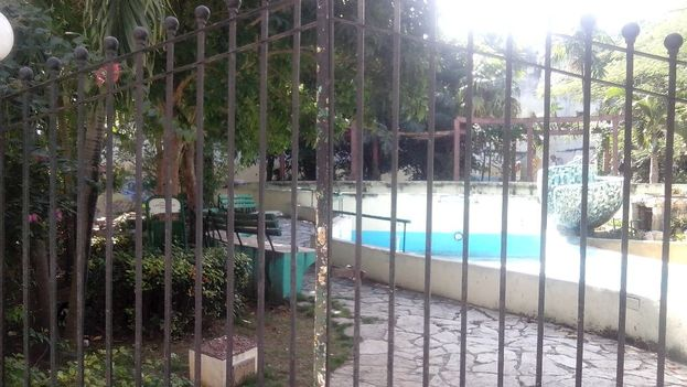 At Sol and Oficios, there is a closed park and a dry fountain. (14YMEDIO)