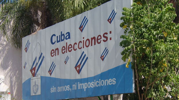"Billboard for the 2008 parliamentary elections. ""Cuba in elections: without masters, without impositions"""