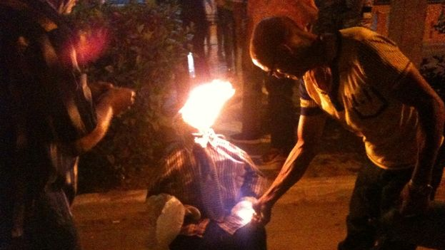 Pinar del Rio returned to the custom of burning a doll symbolizing the old year  (Juan Carlos Fernández)