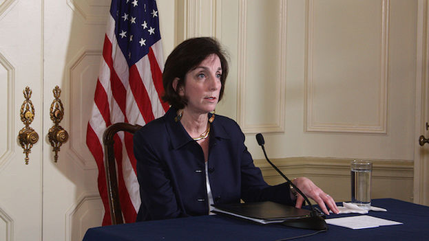 Roberta Jacobson at a press conference at the residence of the head of the US Interests Section in Havana (Luz Escobar)