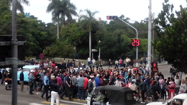 People gathering in Havana on Human Rights Day in December. (14ymedio)