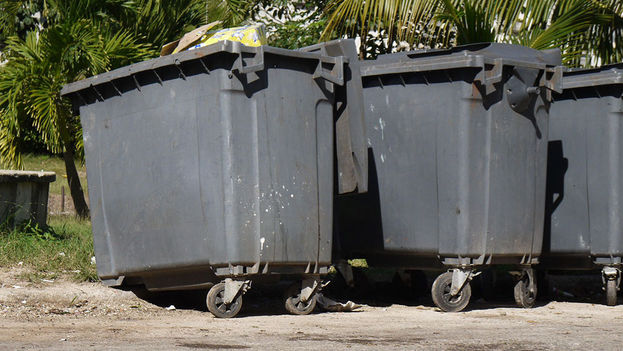 The wheels are often taken from the containers, though sometimes the remaining structure is also used. (14ymedio)