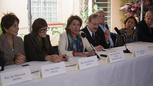 US Congressional Delegation holding a press conference in Havana (Luz Escobar)