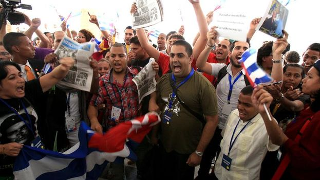 A group of members of the official Cuban delegation will hold a protest at the entrance of the Civil Society Forum. (EFE / Alejandro Bolívar)