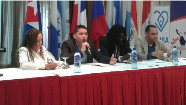 Young Cubans at the 2nd Forum of Youth and Democracy in Panama. (14ymedio)