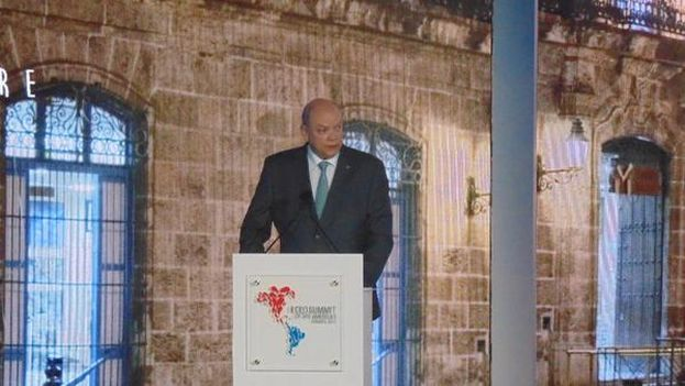 Rodrigo Malmierca, Cuba's Minister of Foreign Trade, speaks at a Business Forum at the Americas Summit. (Twitter)