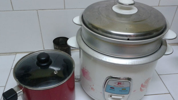 Saucepan and rice cooker in Cuban kitchen