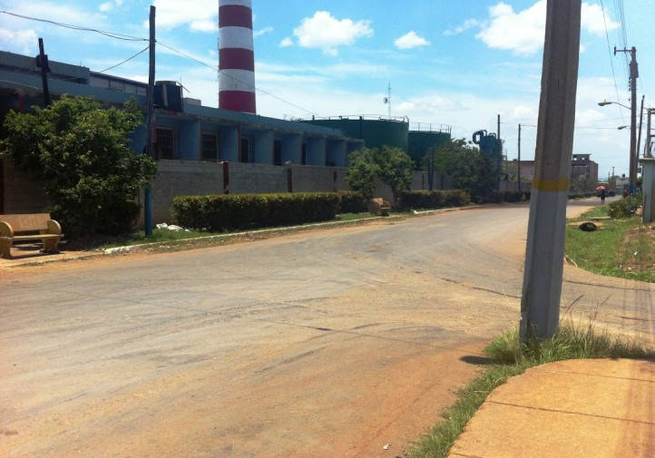 Muro-de-la-refineria-Maximo-Gomezen-este-tramo-existio-este-cartel-Por-aqui-salieron-y-jamas-volveran-Foto-Camilo-Ernesto-Olivera-722x505