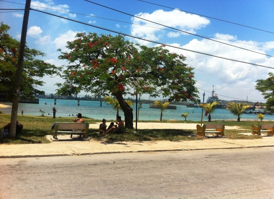 Little beach near the mouth of the port, town of Boca del Mariel (photo by the author)