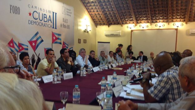 Conference participants gathered in Mexico. (14ymedio)