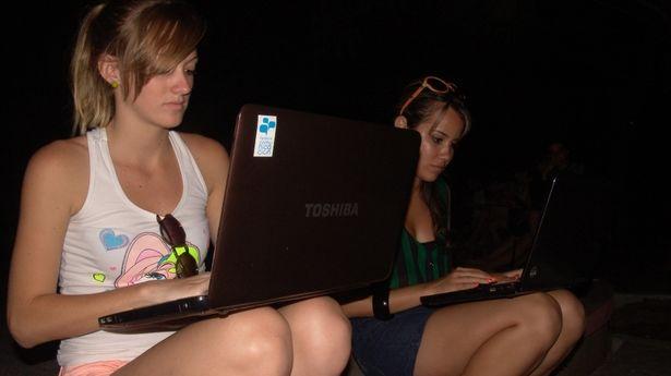 8amigas-laptop-Parque-Bosque_CYMIMA20150715_0018_12