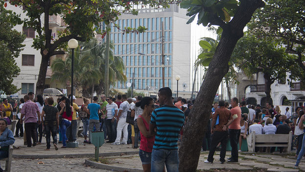 Outside the US Interests Section in Havana (14ymedio)