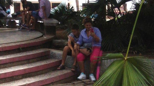 Familias-enteras-conectan-Pinar-Rio_CYMIMA20150714_0016_13