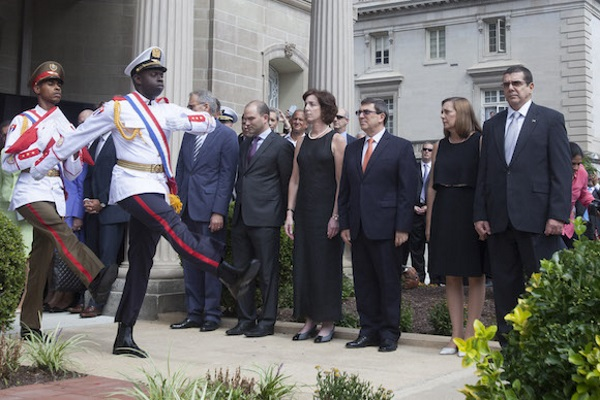 Inauguration of the Washington embassy with officials from Cuba and the US (picture from the Internet)
