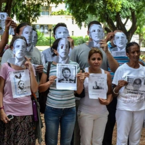 Activists and Ladies in White in Gandhi Park.  Havana, 9 August 2015.  (AFP)