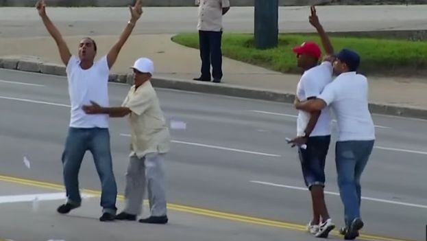 Activists detained during the Mass of Pope Francisco in the Plaza of the Revolution in Havana. (Still from a video)