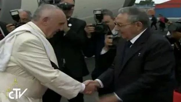 Francis Pope, without skullcap, greets Raul Castro on his arrival in Cuba