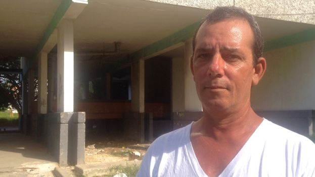 Lazaro Yuri Valle Roca has been threatened and detained for documenting repression. (14ymedio)