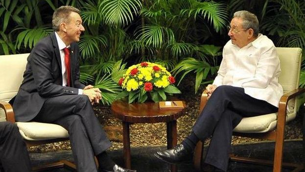 The president of the International Committee of Red Cross, Peter Maurer, and Cuban President Raul Castro. (JPSchaererICRC)