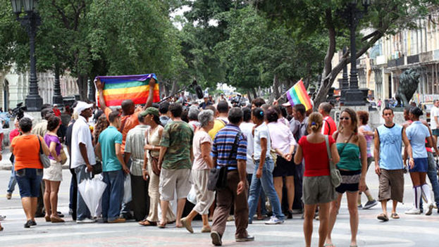LGBTI Pride march in the Paseo del Prado in Havana in 2011 (Orlando Luis Pardo Lazo)