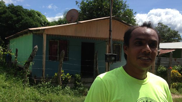Mauricio Martinez has lived, since he was born, across from Bethel church in the Nazareht neighborhood (Photo 14ymedio / Reinaldo Escobar)