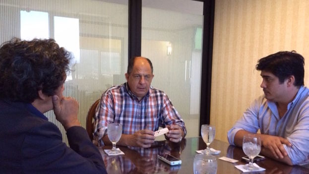 Costa Rican President Luis Guillermo Solis and Minister Carlos Alvarado Quesada during the interview with Reinaldo Escobar of 14ymedio (14ymedio)