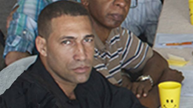 Zacchaeus Baez during a meeting of Cuban Civil Society Open Forum, weeks before his arrest. (14ymedio)