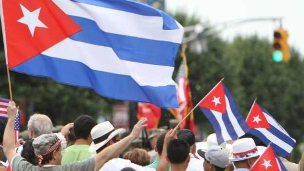 Members of the Cuban opposition march together during the Americas Summit in Panama