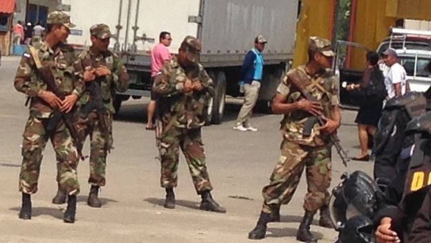 Nicaraguan military on the border with Costa Rica to prevent the passage of Cubans (14ymedio Photo / Reinaldo Escobar)