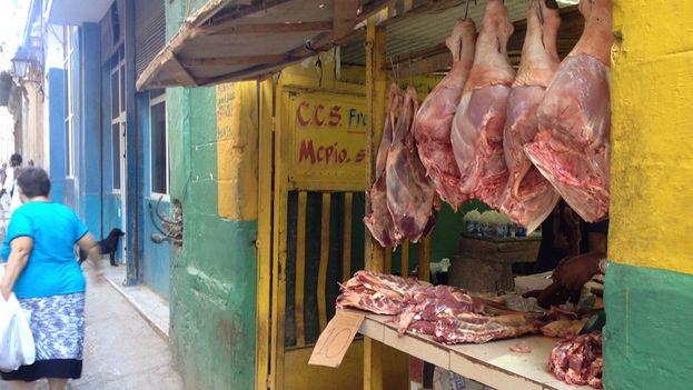 Stall selling pork in Havana (14ymedio)