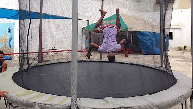 Trampoline located at the corner of Carlos III in Central Havana. (14ymedio)