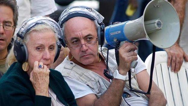 Juan Carlos Cremata with his mother, the television director Iraida Malberti. (Archive El Nuevo Herald)