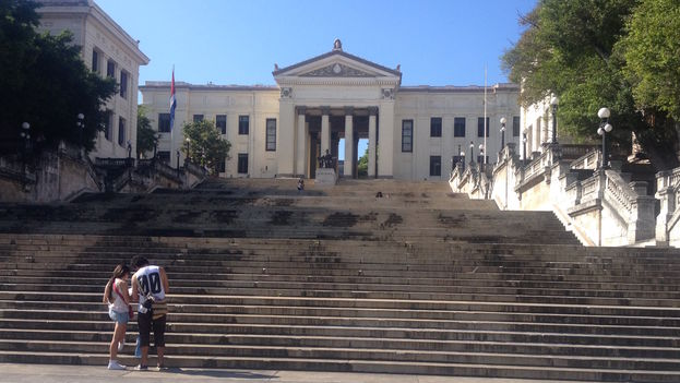 Steps of the University of Havana. (14ymedio)