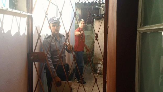 The police enter the home of Eliecer Avila to arrest him.