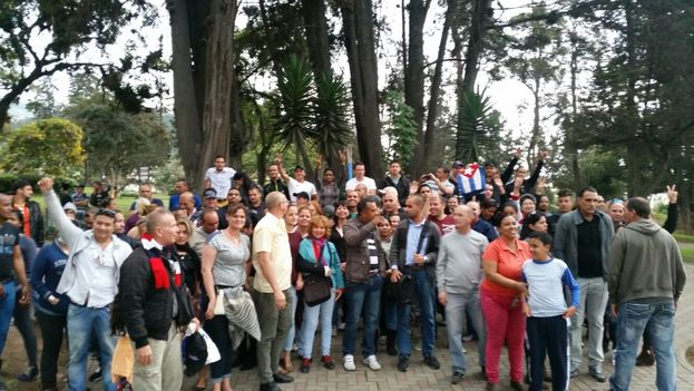 A group of Cubans living in Ecuador met in the English Park to demand their rights. (Facebook)