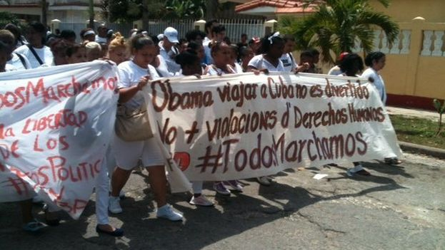 Cuban activists marching in Havana hours before the arrival of President Barack Obama. (@Jangelmoya/Twitter)