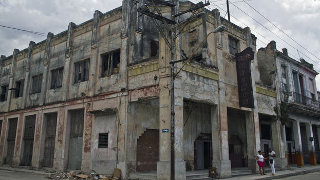 Edison Movie House, converted to apartments and now in danger of collapse. (14ymedio)